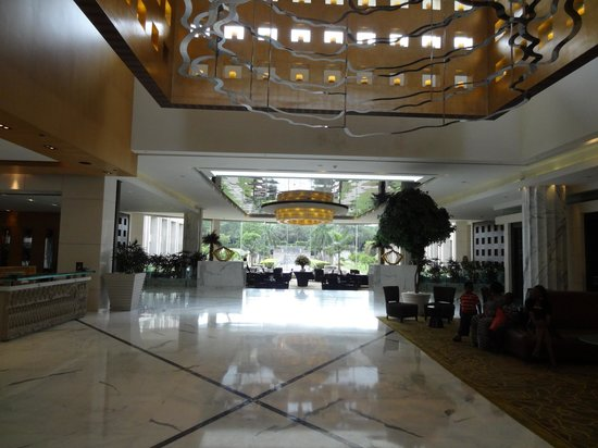 The Grand New Delhi : Entrance Lobby