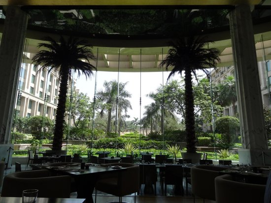 The Grand New Delhi : The Cascades Restaurant