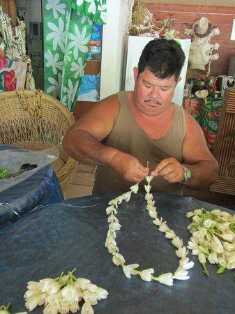 Aito Motel Colette: Confection de collier de fleur