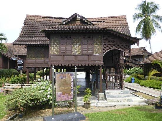Perak, Malaysia: Malay style kampong house
