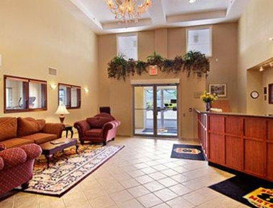 Super 8 Grimsby Ontario: Lobby