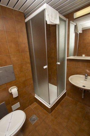 Hotel Adriatic: Adriatic bathroom