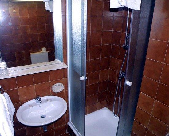 Hotel Adriatic: Adriatic - Bathroom
