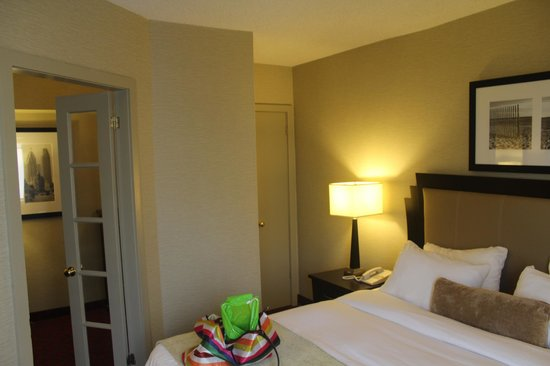 Ramada Plaza Toronto Downtown: Quarto