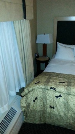 Cambria Hotel & Suites Rapid City: Too tight for king bed
