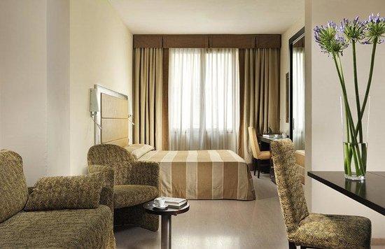 Grand Hotel Mediterraneo: Superior Room