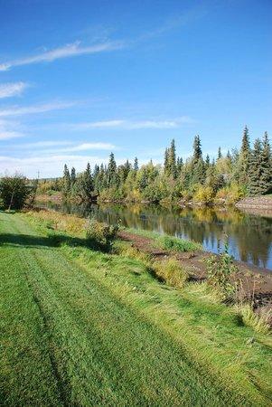 River's Edge Resort: River front Cabin