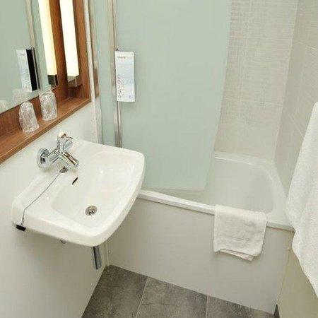 Campanile Lorient - Lanester : Bathroom