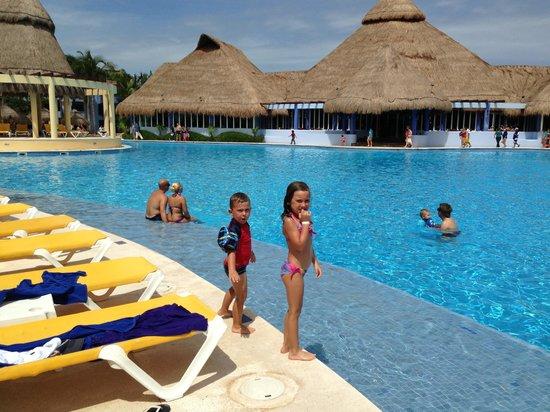 Iberostar Paraiso Maya: One of many pools