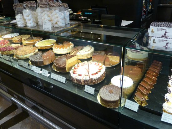 Cafe Luitpold: CafePastry Display