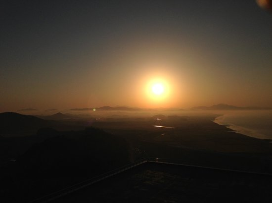 Hyundai Hotel Mokpo: Sun rising at a mountain view