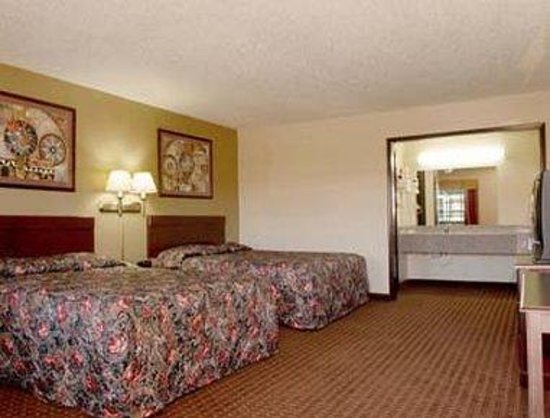 Super 8 Shawnee: Standard Two Double Bed Room