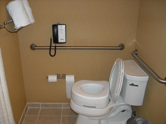 Kickapoo Lucky Eagle Hotel: TOILET ..BARS..PHONE...RAISED TOILET RING NOT INCLUDED