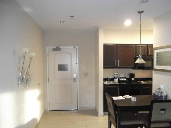 Homewood Suites by Hilton Fort Wayne : Room 403
