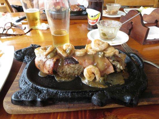 Restaurante Garra-Pata: Steak with shrimp