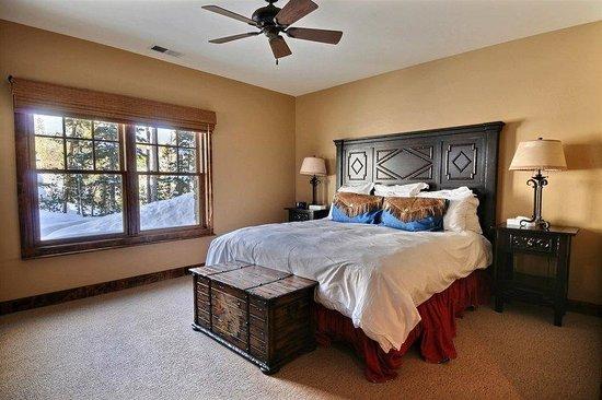 Powder Ridge Cabins: One Bed
