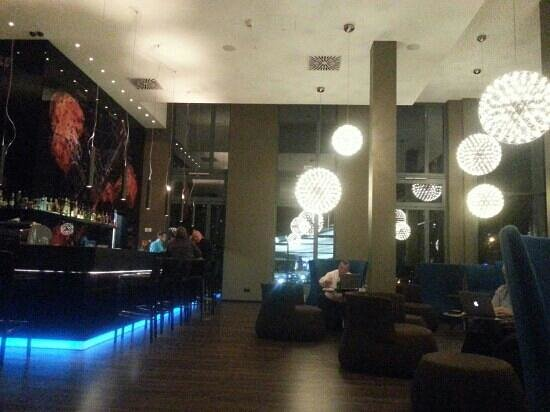 Motel One Stuttgart: Lounge / Coffee Bar