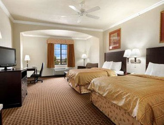 Super 8 IAH West / Greenspoint: Double Queen Suite
