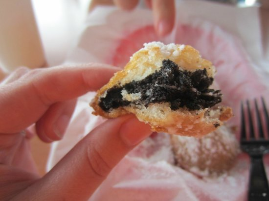 Poppy's Burgers and Subs: Fried Oreos - yum!