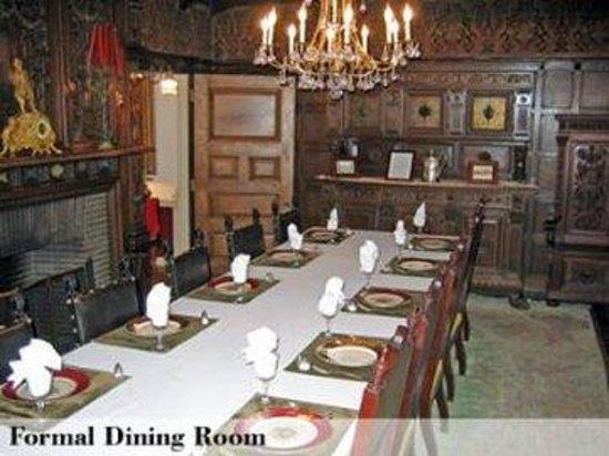 Edgewood Manor : Formaldiningroom