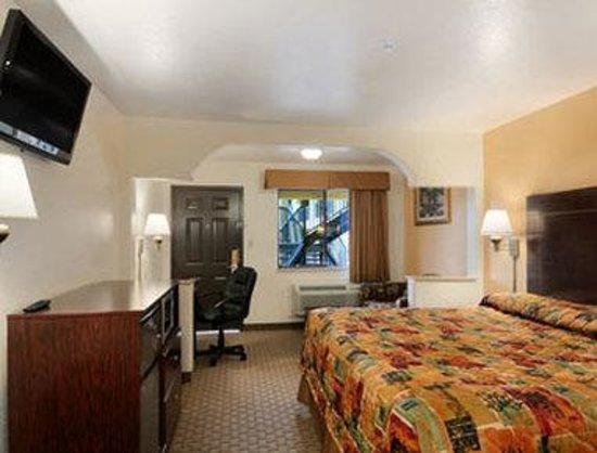 Super 8 Idabel: Standard Queen Bed Room