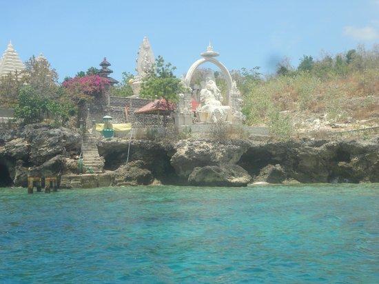 Menjangan Island: Hindu temple and Ganesha statue