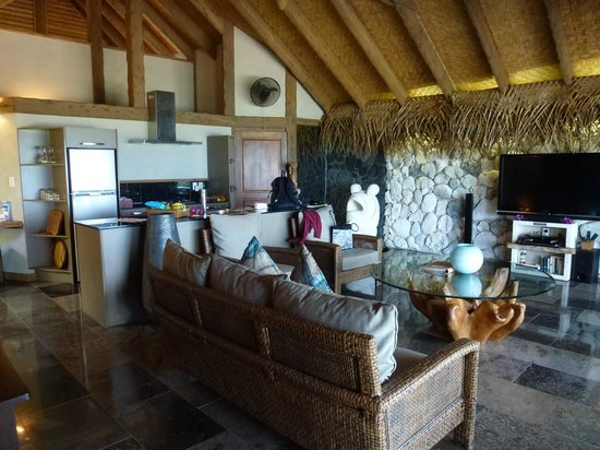 Aitutaki Escape: Interior villa