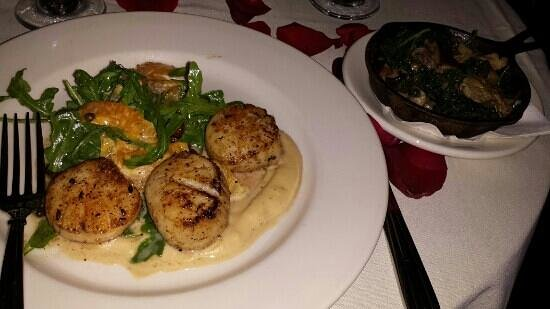 Park Cafe: Diver scallops and Kale & mushrooms...YUM
