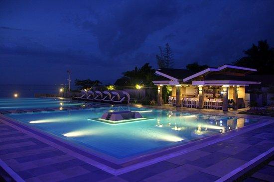 Infinity Resort: at night