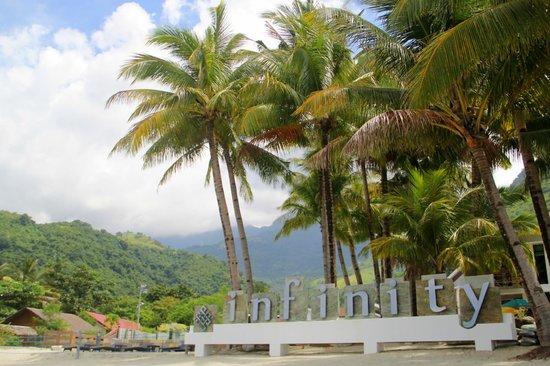 Infinity Resort: beachfront