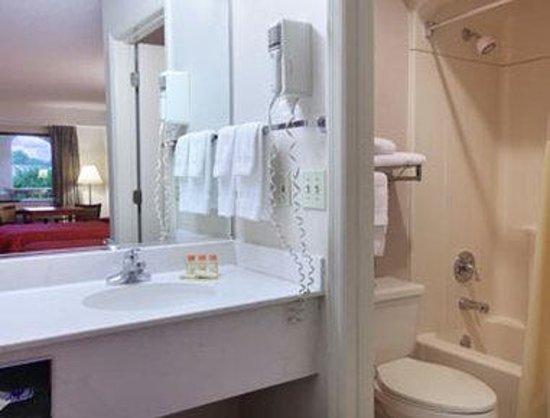 Days Inn & Suites Columbia Airport: Bathroom