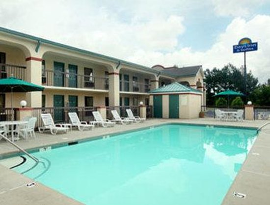 Days Inn & Suites by Wyndham Columbia Airport: Pool