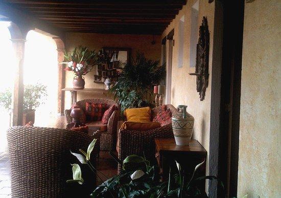 Hotel Meson de Maria: Wide verandas