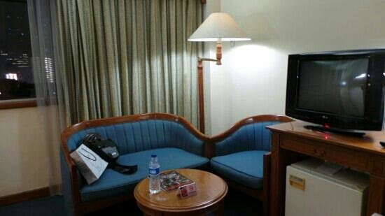 Kartika Chandra Hotel: old tv, old refrigerator, old curtain