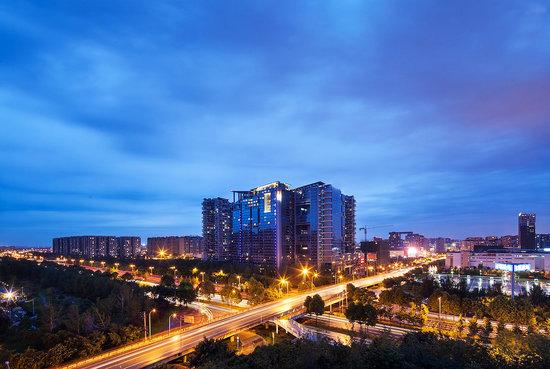 M Hotel Chengdu : Hotel Exterior Night