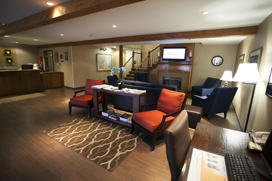 Comfort Inn & Suites Carbondale: Hotel Lobby and Business Center