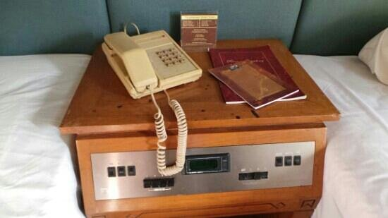 Kartika Chandra Hotel: old phone