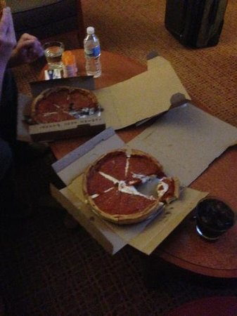 Hilton Chicago/Magnificent Mile Suites: Chicago Pizza delivers here!  must do.