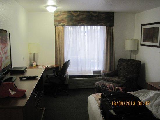Super 8 Calgary Shawnessy Area: room