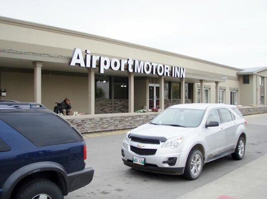 Airport Motor Inn: frontage on Ellice Avenue
