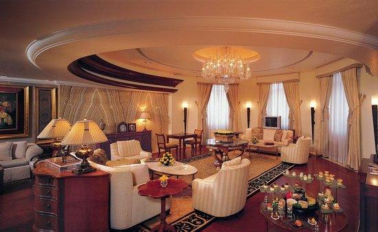 The Leela Palace Bengaluru: Royal Club Lounge