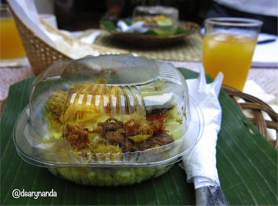Rumah Dangdos B&B : Nasi Kuning, served as breakfast