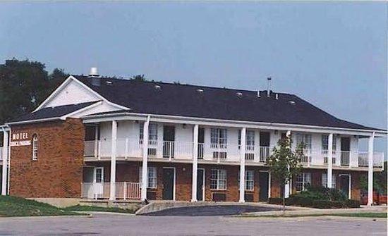 Deerfield Inn: Exterior