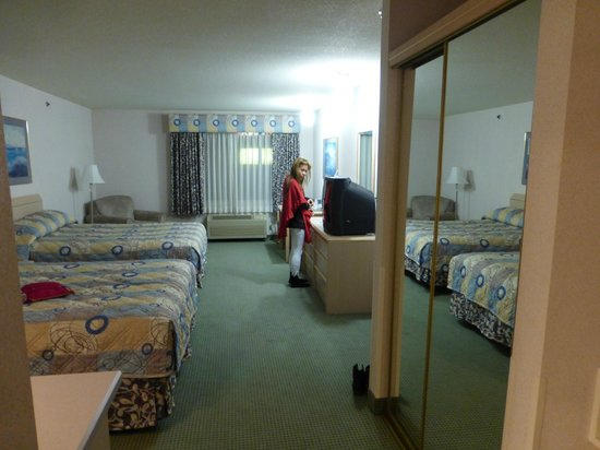 Shilo Inn & Suites - The Dalles: large suite