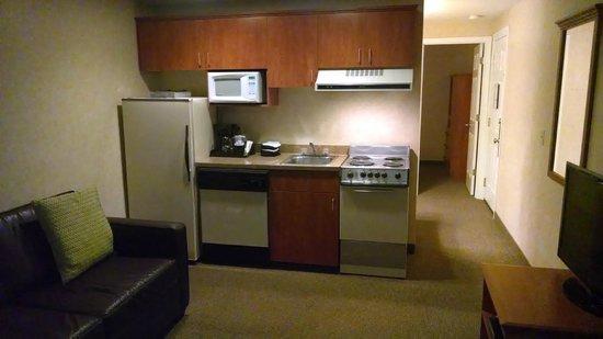 The Wayside Inn: Kitchenette room 304