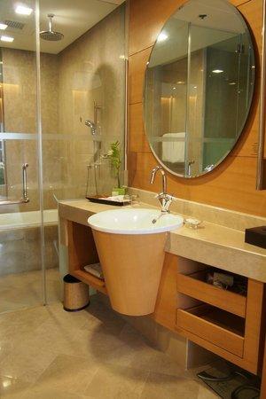 เดอะการ์เด้น โฮเต็ล แอนด์ เรสสิเดนซ์: Bathroom
