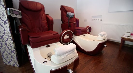 Cream Beauty Boutique: Have a try of our Pedicure stations