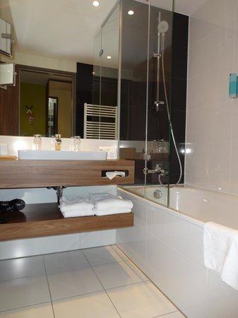 Austria Trend Hotel Doppio Wien: Ванная комната