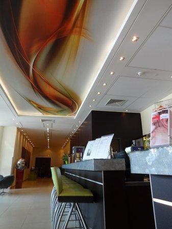Austria Trend Hotel Doppio Wien: потолок на рецепции