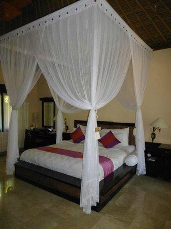 The Royal Beach Seminyak Bali - MGallery Collection: bedroom -  majestic